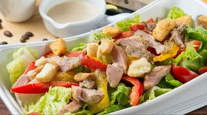 Превью обои салат, мясо, овощи, аппетитно