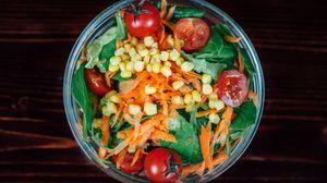 Превью обои салат, помидоры, морковь, кукуруза