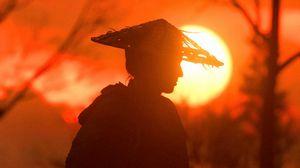 Превью обои самурай, катана, силуэт, закат, солнце, сумерки