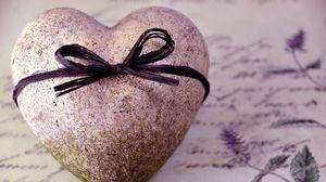 Превью обои сердце, бант, камень, послание