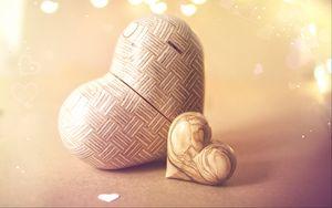 Превью обои сердечки, любовь, фигурки, дерево, блики, свет