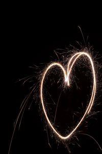 Превью обои сердечко, свет, искры, длинная выдержка