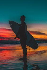 Превью обои серфер, серфинг, берег, закат, сумерки