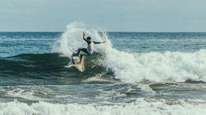 Превью обои серфинг, серфингист, серфер, трюк, волна