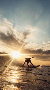 Превью обои серфингист, волна, солнце, океан, солнечные лучи, блики