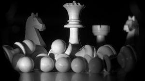 Превью обои шахматы, фигуры, игра, черно-белый, темный