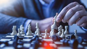 Превью обои шахматы, пешка, королева, тактика