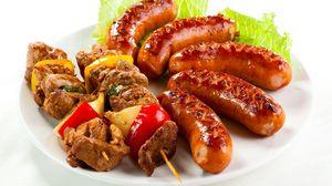 Превью обои шашлык, сосиски, жареные, мясо, зелень, овощи