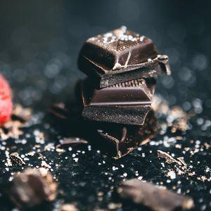 Превью обои шоколад, дольки, соль, десерт