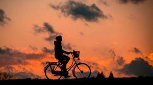 Превью обои силуэт, фитнес, велосипедист, небо