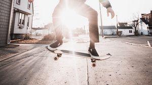Превью обои скейт, скейтбордист, скейтбординг, улица, луч
