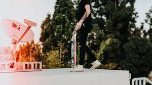 Превью обои скейтбордист, скейт, татуировки, парень