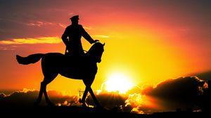 Превью обои скульптура, силуэт, закат, наездник, лошадь, москва, россия