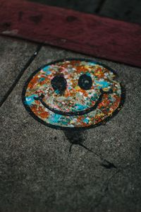 Превью обои смайл, разноцветный, асфальт, краска, граффити