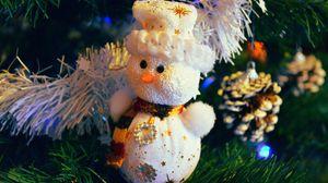 Превью обои снеговик, елочная игрушка, ветки