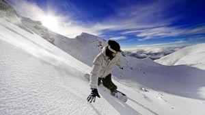 Превью обои сноуборд, сноубордист, снег, небо, горы