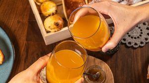 Превью обои сок, стаканы, руки, завтрак, еда