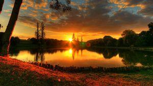 Превью обои солнце, закат, озеро, вечер, блики, романтика