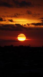 Превью обои солнце, закат, красный, темный
