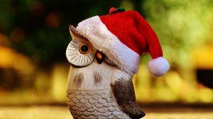 Превью обои сова, шапка, санта клаус, статуэтка