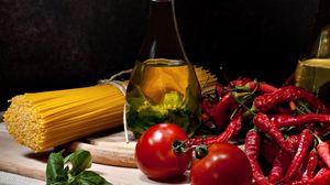 Превью обои спагетти, масло, графин, помидор, перец, зелень
