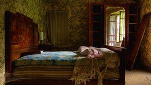 Превью обои спальная, старинный, постель, портрет, интерьер