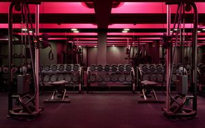 Превью обои спортзал, гантели, инвентарь, зеркало, подсветка