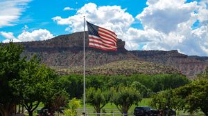 Превью обои сша, америка, юта, ранчо, флаг, ферма