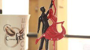 Превью обои статуэтка, танец, пара, романтика