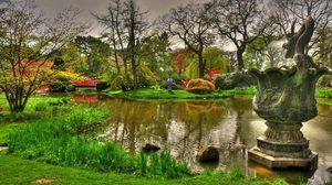Превью обои статуя, дракон, пруд, сад, ярко, зеленый