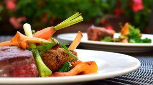 Превью обои стейк, мясо, овощи, ужин