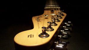 Превью обои струны, гитара, темнота, гриф