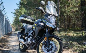 Превью обои suzuki, мотоцикл, байк, черный, дорога