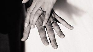 Превью обои свадьба, руки, чб, любовь, прикосновения