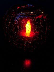 Превью обои свеча, огонь, стекло, трещины, темный
