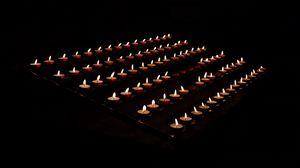 Превью обои свечи, огонь, пламя, черный, воск