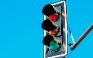 Превью обои светофор, фонари, небо, минимализм