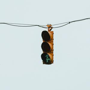 Превью обои светофор, провод, минимализм