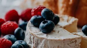Превью обои сыр, черника, малина, ягоды, десерт