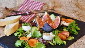 Превью обои сыр, салат, инжир, томаты, овощи