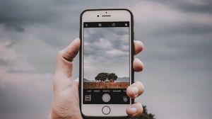 Превью обои телефон, смартфон, рука, фотография, пейзаж