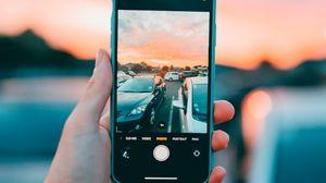 Превью обои телефон, смартфон, рука, автомобили, фото