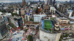 Превью обои токио, дома, футбольное, мегаполис, поле, люди, крыши, толпы, япония, дорога, hdr