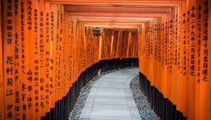 Превью обои тоннель, дорожка, иероглифы, деревянный