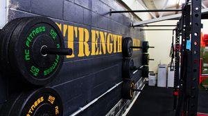 Превью обои тренажерный зал, тяжелая атлетика, диски