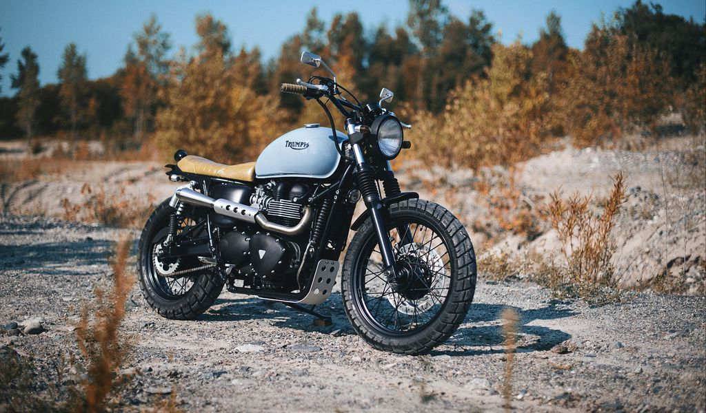 1024x600 Обои triumph, bonneville, мотоцикл, вид сбоку