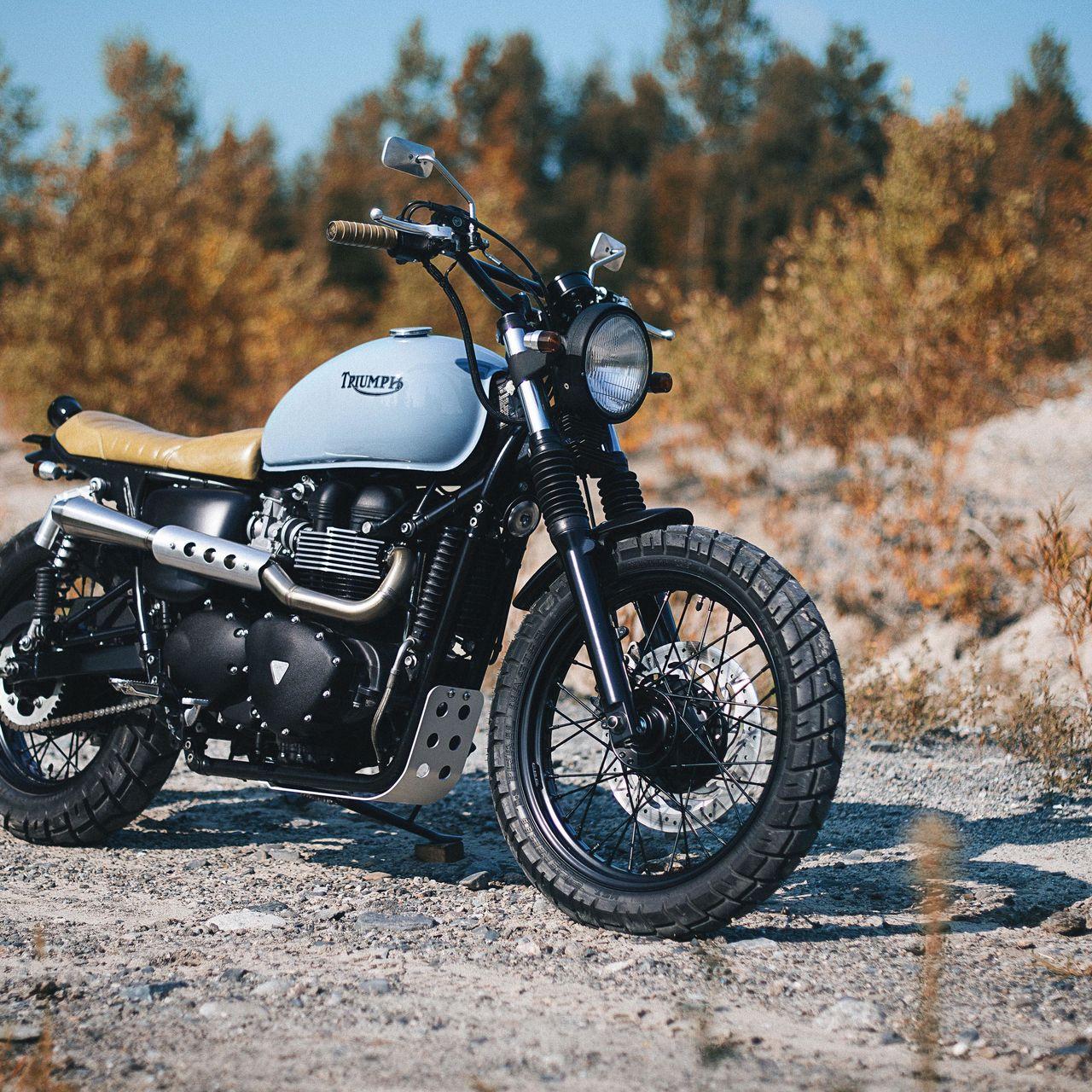1280x1280 Обои triumph, bonneville, мотоцикл, вид сбоку