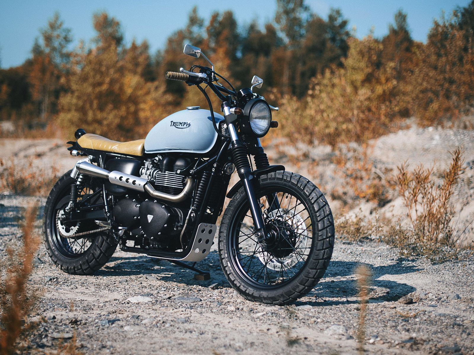 1600x1200 Обои triumph, bonneville, мотоцикл, вид сбоку