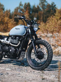 240x320 Обои triumph, bonneville, мотоцикл, вид сбоку