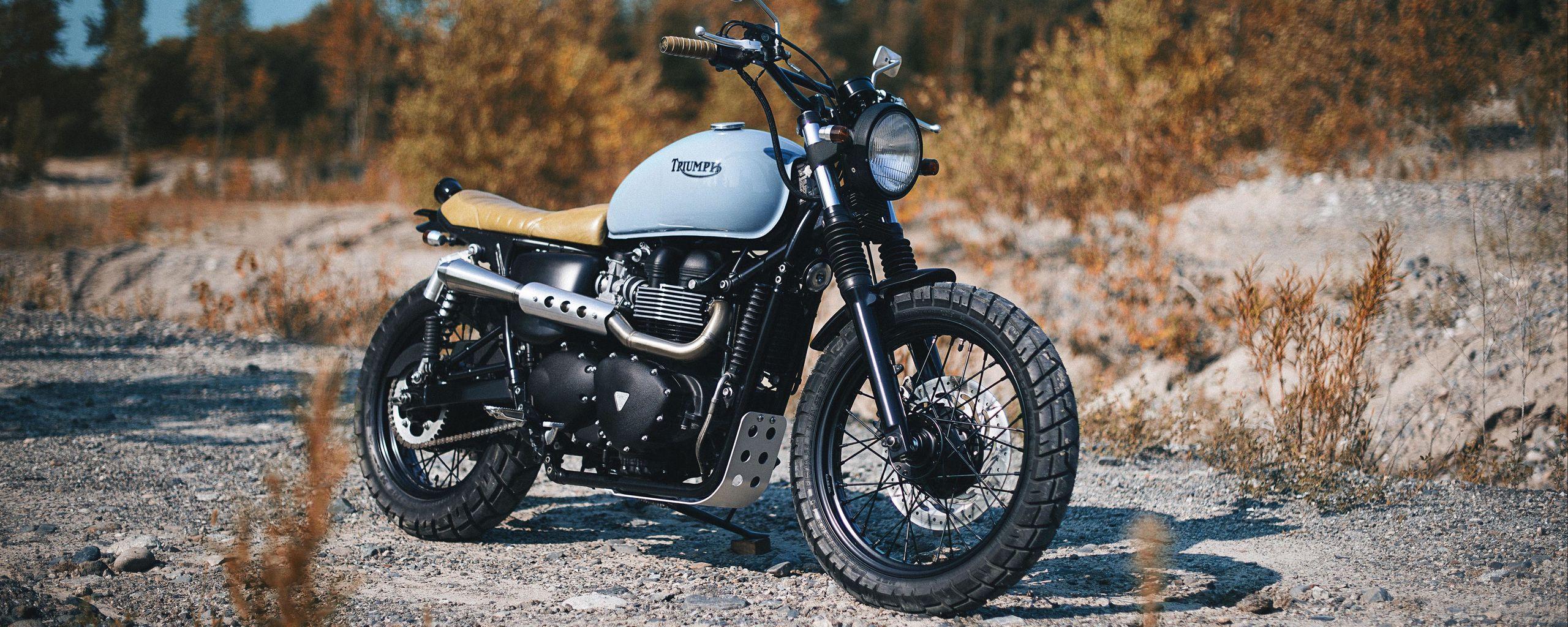 2560x1024 Обои triumph, bonneville, мотоцикл, вид сбоку